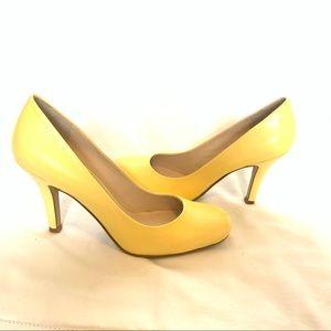 Nine West yellow pumps shoes heels 💛